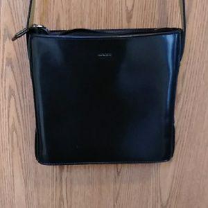 ↘️Mondani black crossbody purse
